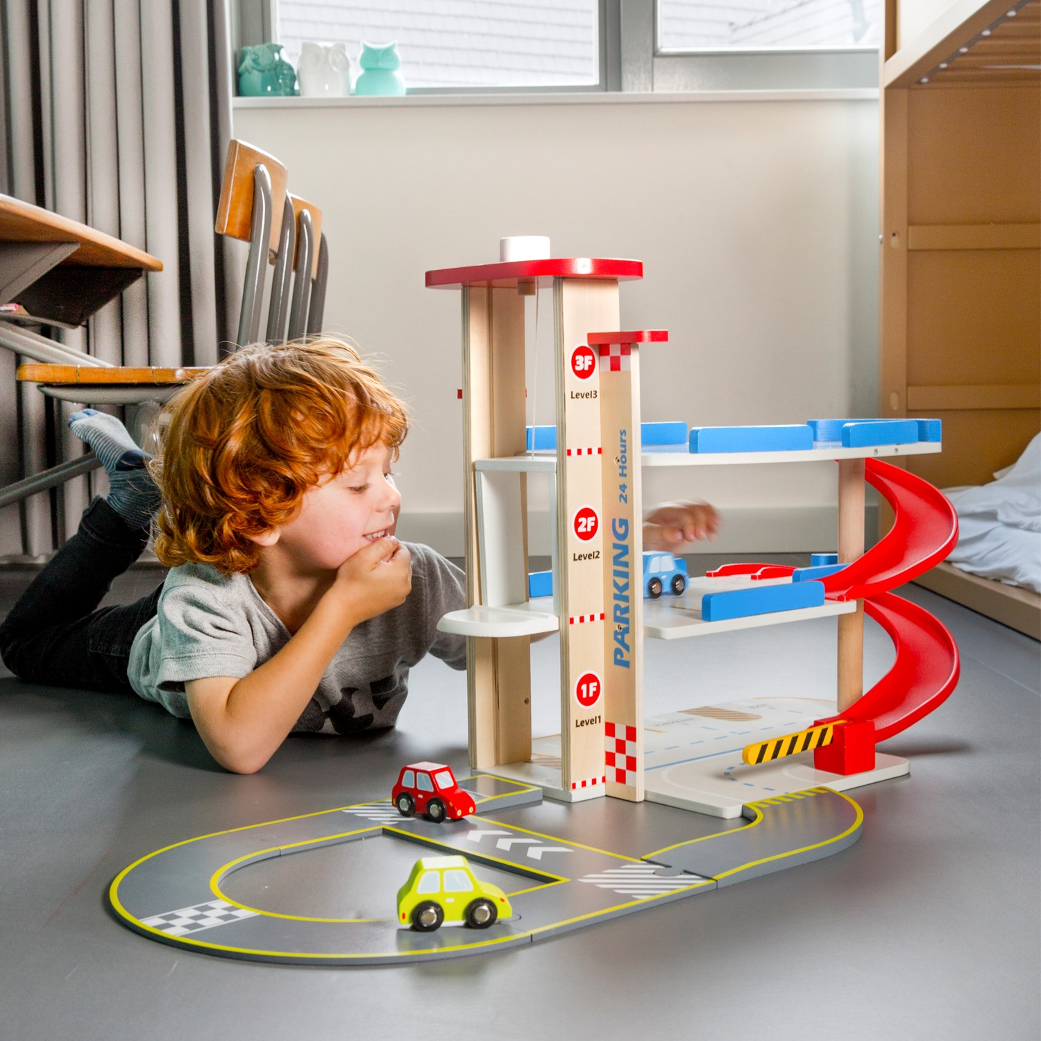 детски играчки за момчета-дървен гараж на три нива от New classic toys(1)-bellamie