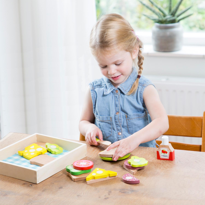 """Детска дървена кухня и аксесоари -Кутия за сандвичи"""" с продукти за рязане(2)-bellamie"""