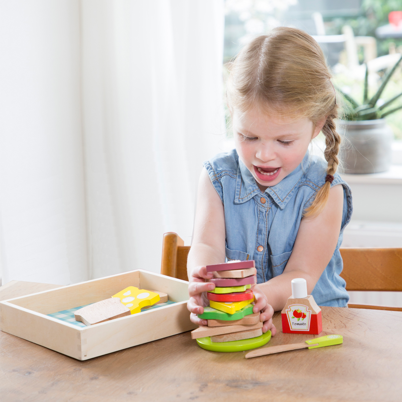 """Детска дървена кухня и аксесоари -Кутия за сандвичи"""" с продукти за рязане(1)- bellamie"""
