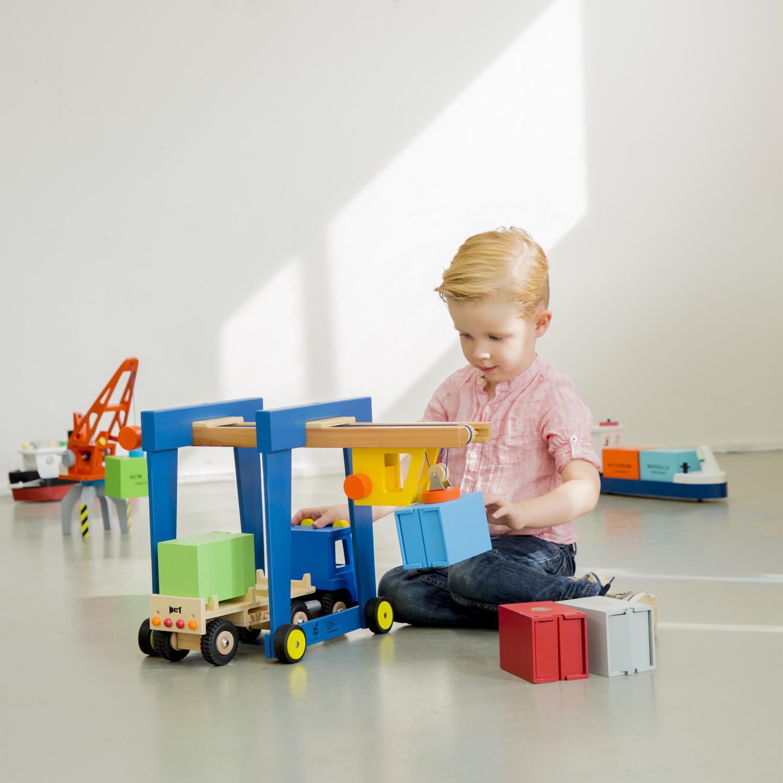 Детски играчки за момчета -Детски дървен кран на колела от New Classic Toys (3)-bellamie