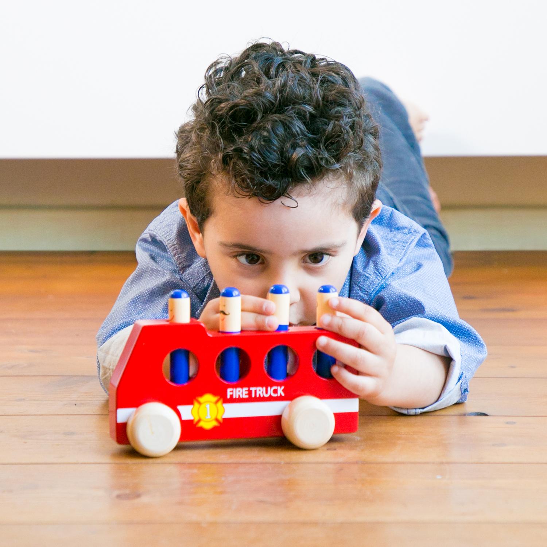 дървена играчка-подскачащите пожарникари-фината моторика(3)-bellamie
