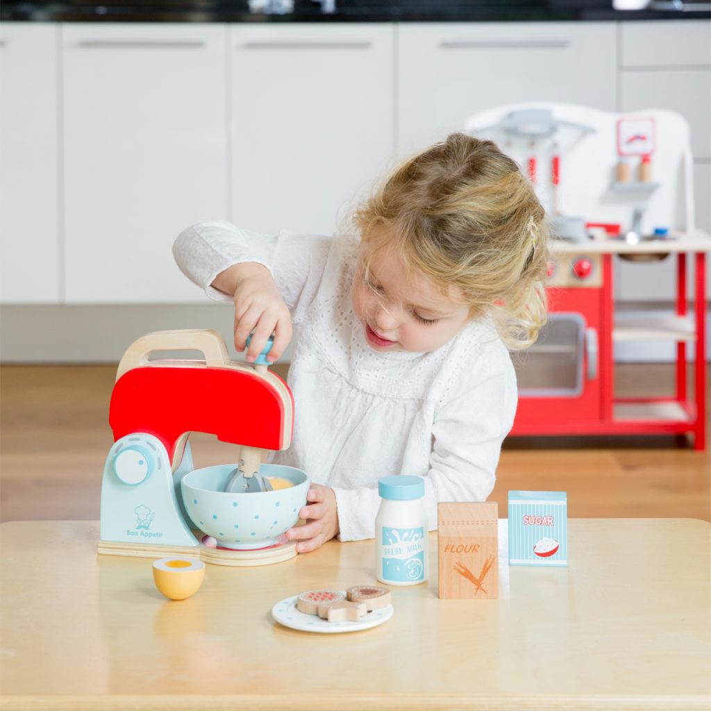 Детските дървени кухни и аксесоари комплекти са 100% естествени и не съдържат вредни химикали-bellamie