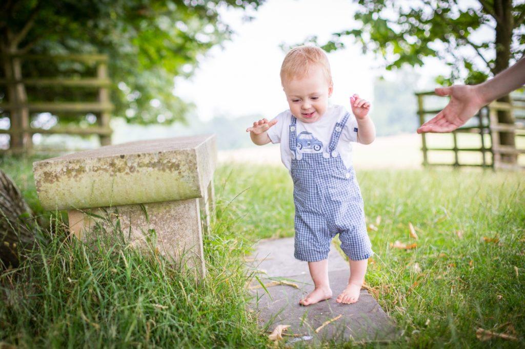 Прохождане на бебето - босите крачета-bellamiestore