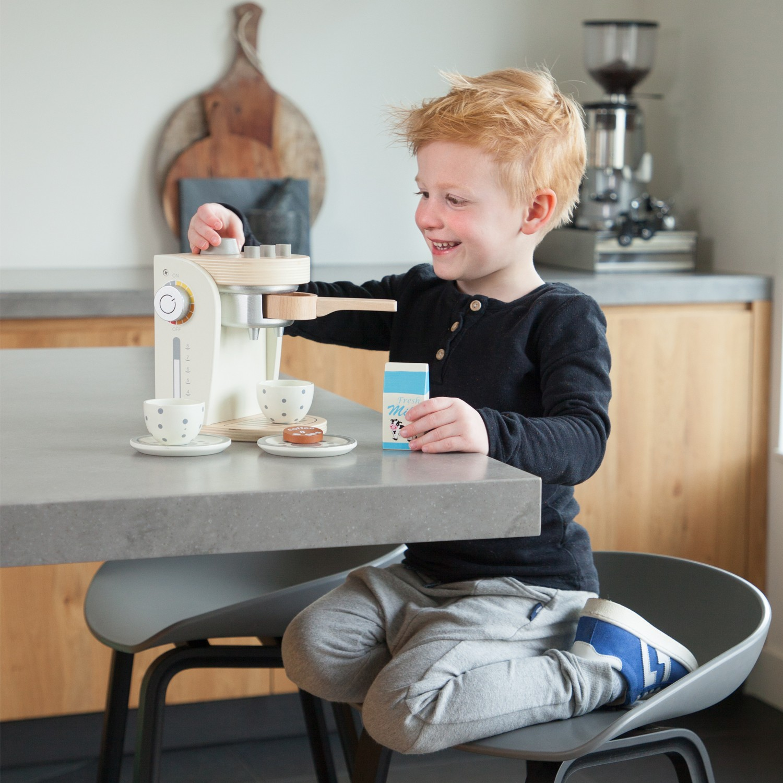 Детска кафе машина - дървена играчка от New Classic Toys(3)-bellamie