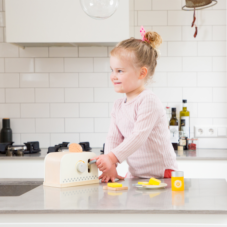 Детски дървен тостер - детска дървена кухня и аксесоари-дървена играчка(4)-bellamie