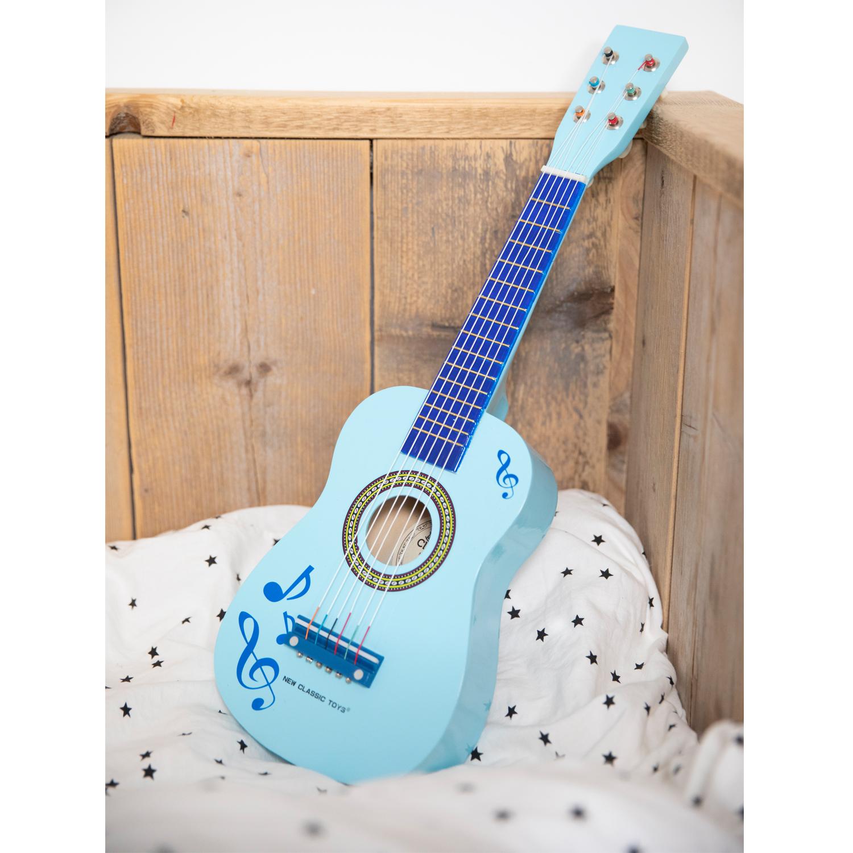 детски музикални инструменти- дървена китара в синьо с ноти от New classic toys-bellamiestore