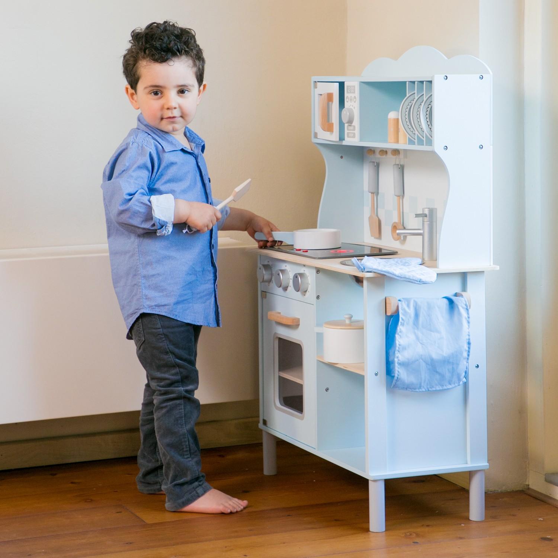 Модерна детска дървен кухня от New Classic Toys -дървена играчка(2)-bellamie