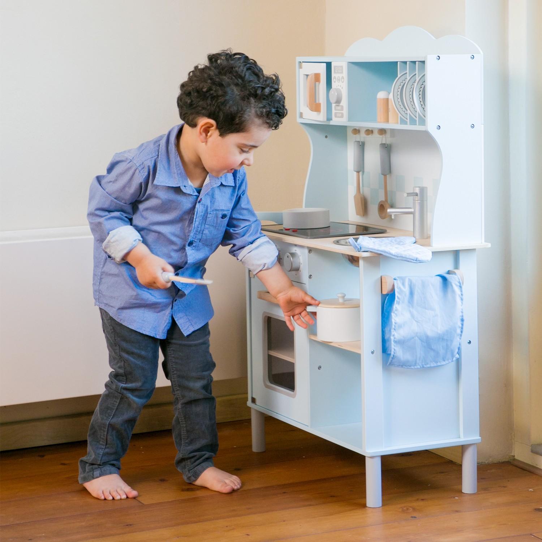 Модерна детска дървен кухня от New Classic Toys -дървена играчка(3)-bellamie