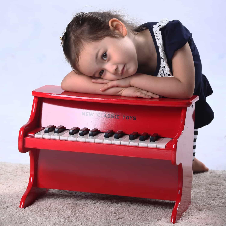 червено дървено пиано-Детски музикален инструмент от New classic toys(2)-bellamiestore