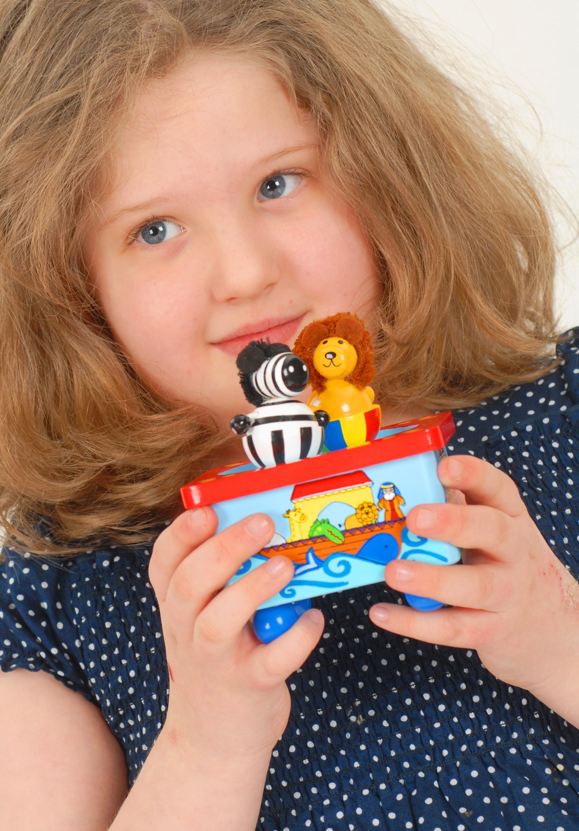 Дървена магнитна музикална кутия - ноевият кораб - Orange Tree Toys -дървена играчка - Bellamie