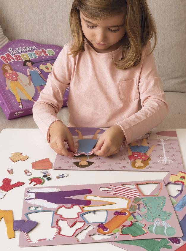 Облечи Клара и Луси - магнитна игра за преобличане - детски играчки за момичета от Apli Kids-bellamiestore