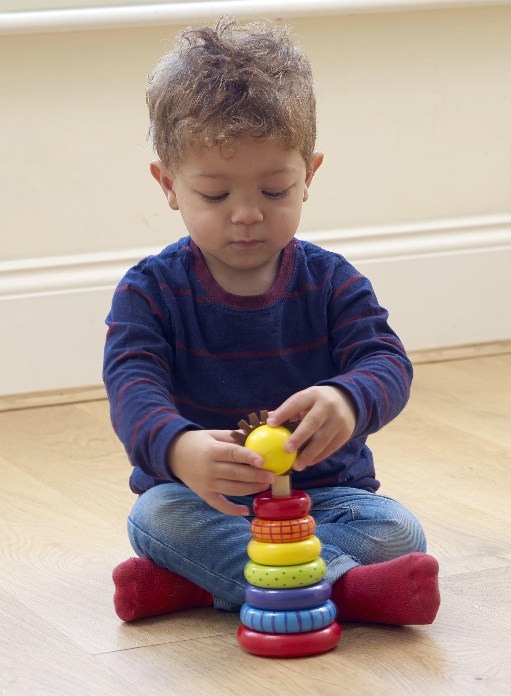Шарено лъвче за нанизване с рингове - Orange Tree Toys -дървена играчка - Bellamie