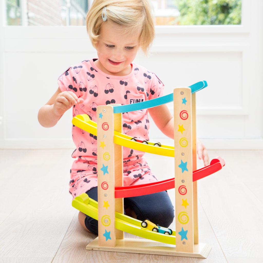 10 причини - Защо да инвестираме в дървени играчки ? - bellamiestore