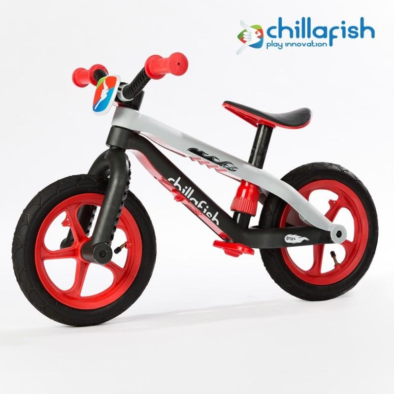 Детско колело за баланс bmxie в червено от Chillafish-bellamiestore
