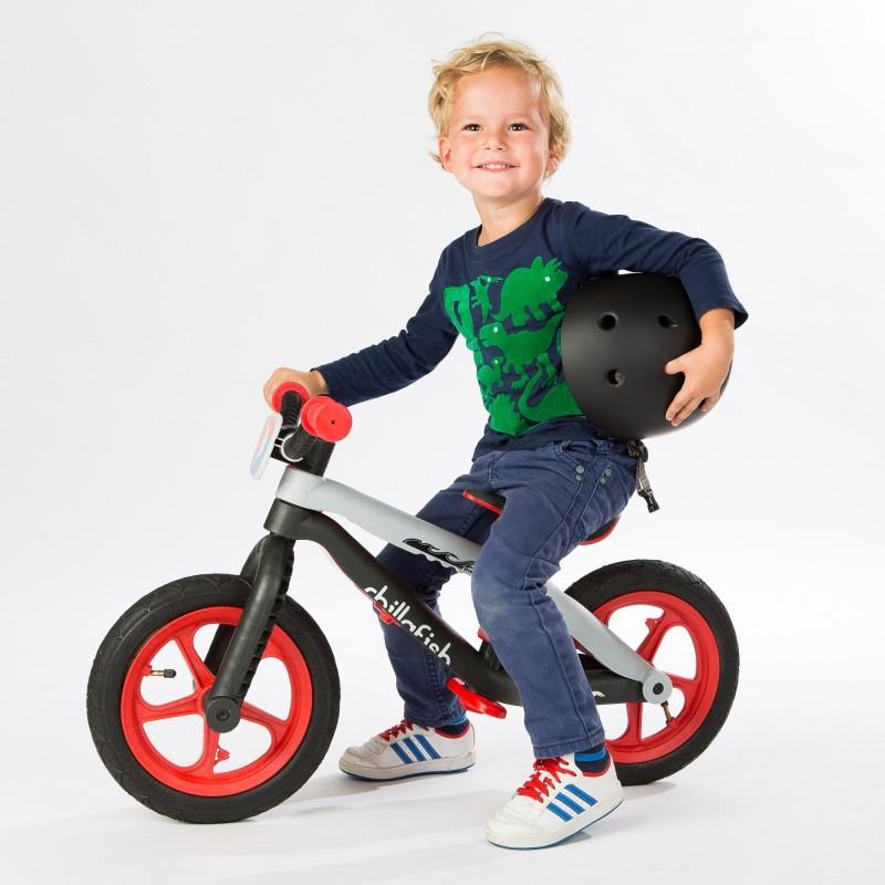 Детско колело за баланс bmxie в червено от Chillafish(1)-bellamiestore