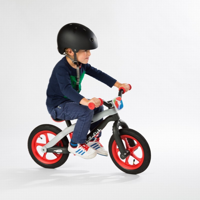 Детско колело за баланс bmxie в червено от Chillafish(2)-bellamiestore