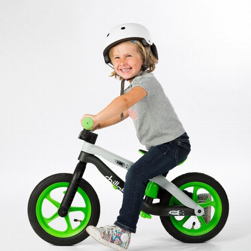 Детско колело за балансиране в зелено серия BMXie от Chillafish(1)-bellamiestore