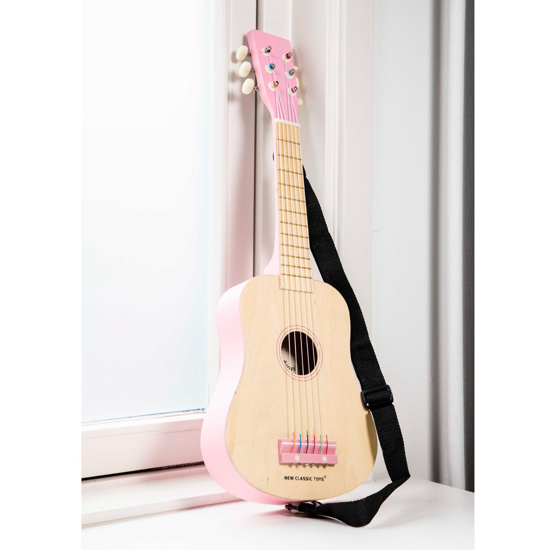 Детска дървена китара в розово от New classic toys