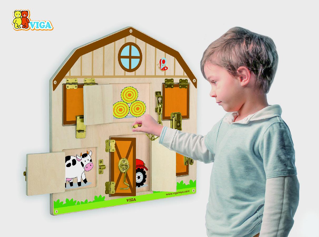 Дървена играчка за стена със заключалки от Viga toys-bellamiestore