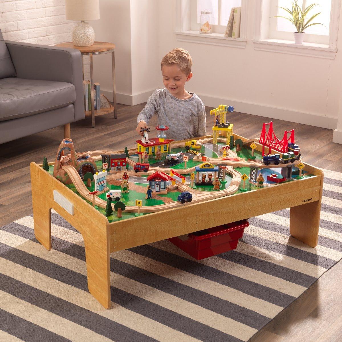 Детска дървена влакова писта с маса от KidKraft